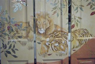 Folding screen close